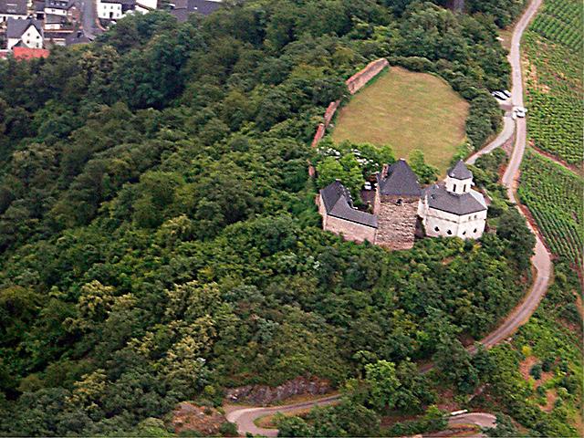 Oberburg und Matthiaskapelle Kobern aus der Vogelperspektive