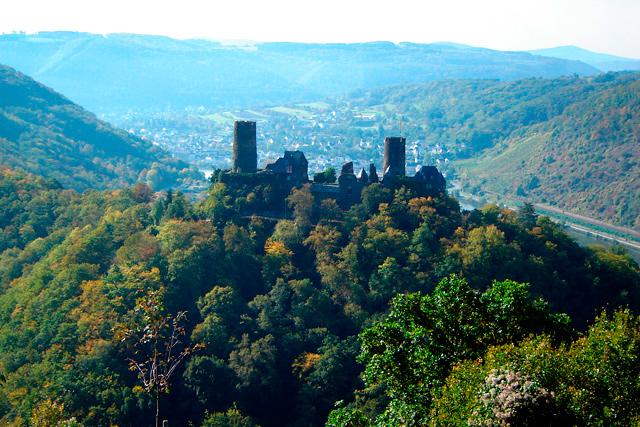 Burgen, Befestigungen & Schlösser…